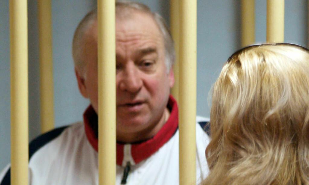 VED BEVISSTHET: Tirsdag ble den russiske eksspionen Sergei Skripal og dattera Julia funnet bevisstløse på en benk i England. Foto: AFP / NTB scanpix