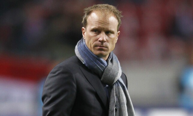 AJAX-STJERNE: Dennis Bergkamp har seinere vært en del av trenerteamet i klubben også. Foto: AFP PHOTO / IAN KINGTON / NTB Scanpix