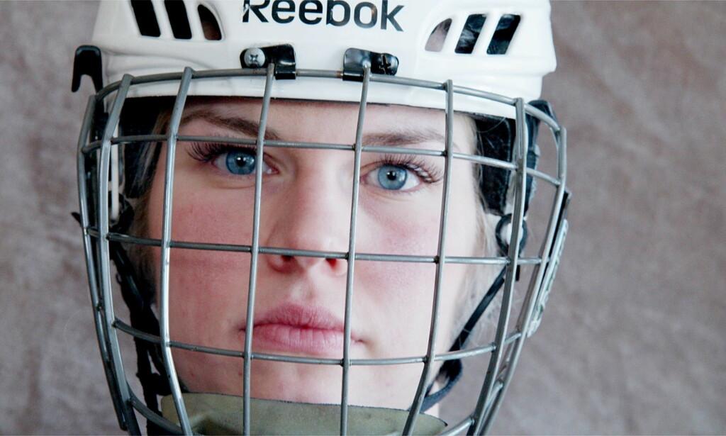 ÉN AV GUTTA: Lena Schrøder er kjelkehockeyturneringens eneste kvinnelige innslag i Paralympics. Foto: Siv Johanne Seglem / Dagbladet