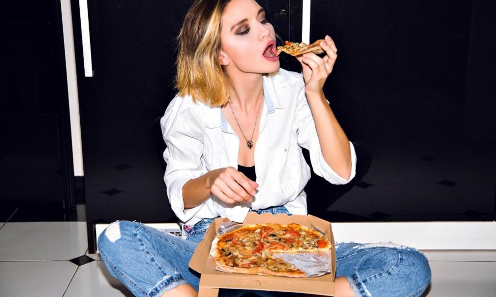 OVERSPISE: Er ikke en vanlig porsjon nok til å gjøre deg mett? Overspising over lengre tid kan fort gå ut over vekta. FOTO: NTB Scanpix