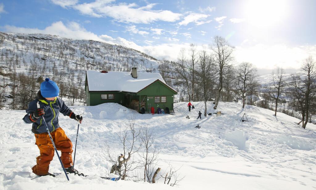 Best i vest: Det er klart for ny påskeferie på Alexander Grieghytten i Bergsdalen i Hordaland. Foto: André Marton Pedersen/Turistforeningen