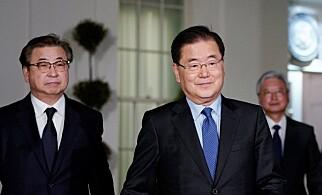 KUNNGJORDE MØTE: En delegasjon fra Sør-Korea er i Washington D.C. i forbindelse med møtet de hadde med Nord-Korea tidligere denne uka. Sikkerhetsrådgiver Chung Eui-yong i midten. Foto: NTB scanpix