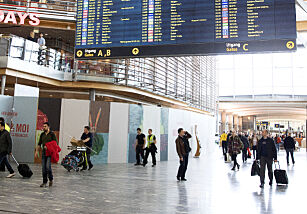 image: Reise bort? Disse dagene kan det bli kaos på flyplassen og i trafikken