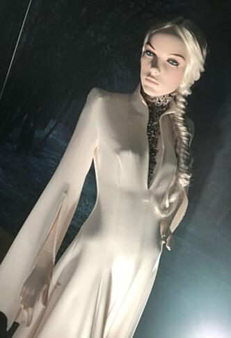 UTSTILT PÅ STEEN & STRØM: Her har den norske designeren Eva Emanuelsen tolket Disney-prinsessen Elsa. Foto: KK