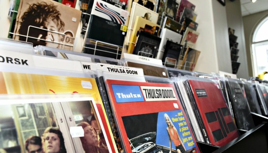 <strong>TREND:</strong> Dagens ungdom digger foreldregenerasjonens musikkmedium nummer 1: Vinylen. Her fra butikken Big Dipper i Oslo. Foto: NTB Scanpix