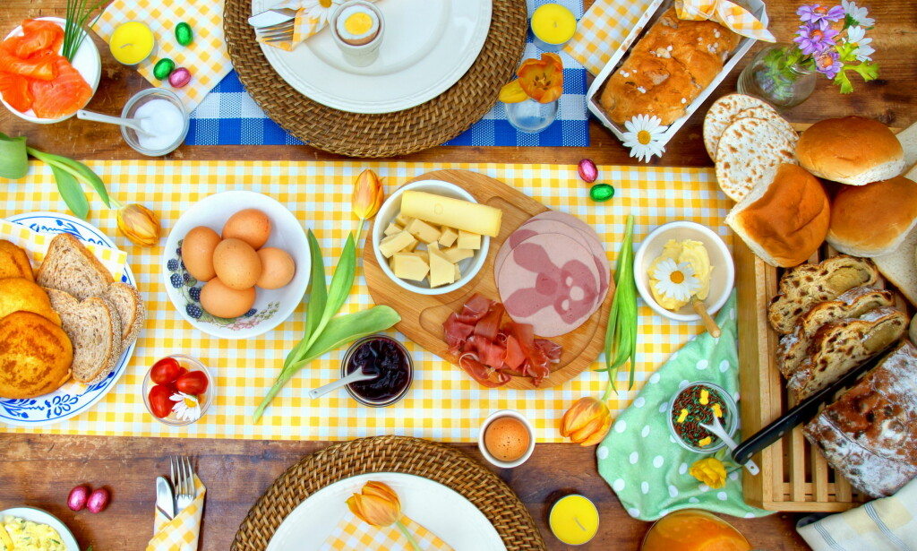 PÅSKEFROKOST: Dekk bordet med det beste norske matbutikker har å by på. Her er alle våre testvinnere. Foto: Chantal de Bruijne / Shutterstock / NTB scanpixP