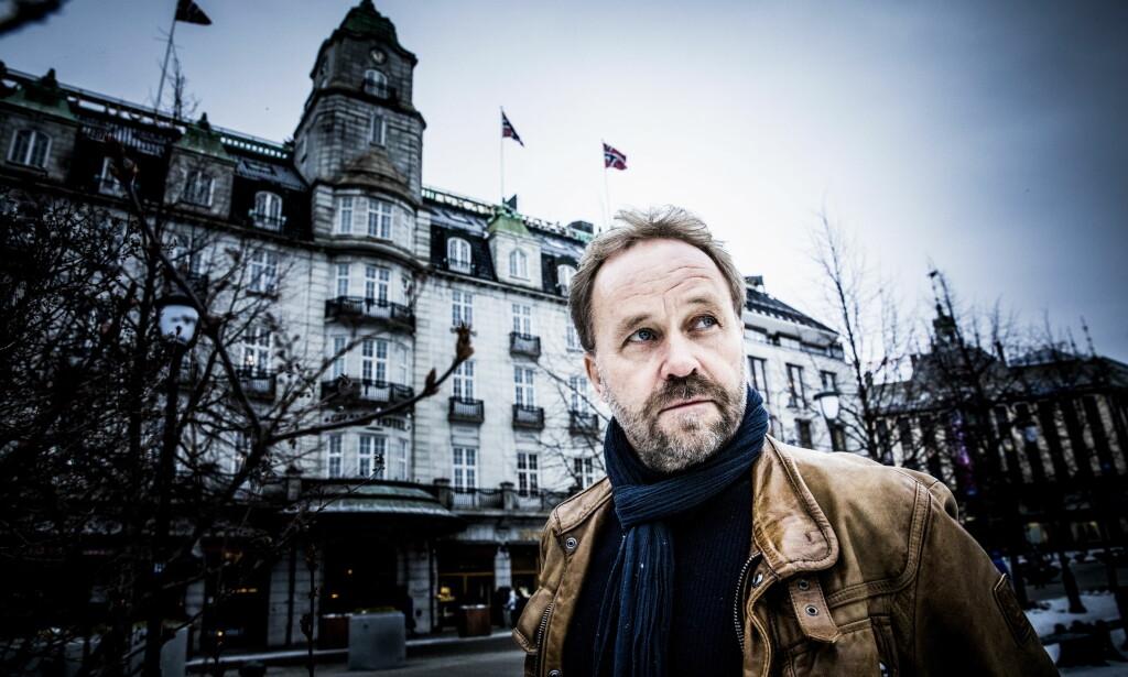ÅSTEDET: I Øystein Wiiks «Dødsrytteren» blir forretningsmannen Wilfred Standlie dyttet ned fra en av balkongene på Grand Hotell i Oslo. FOTO: Christian Roth Christensen.
