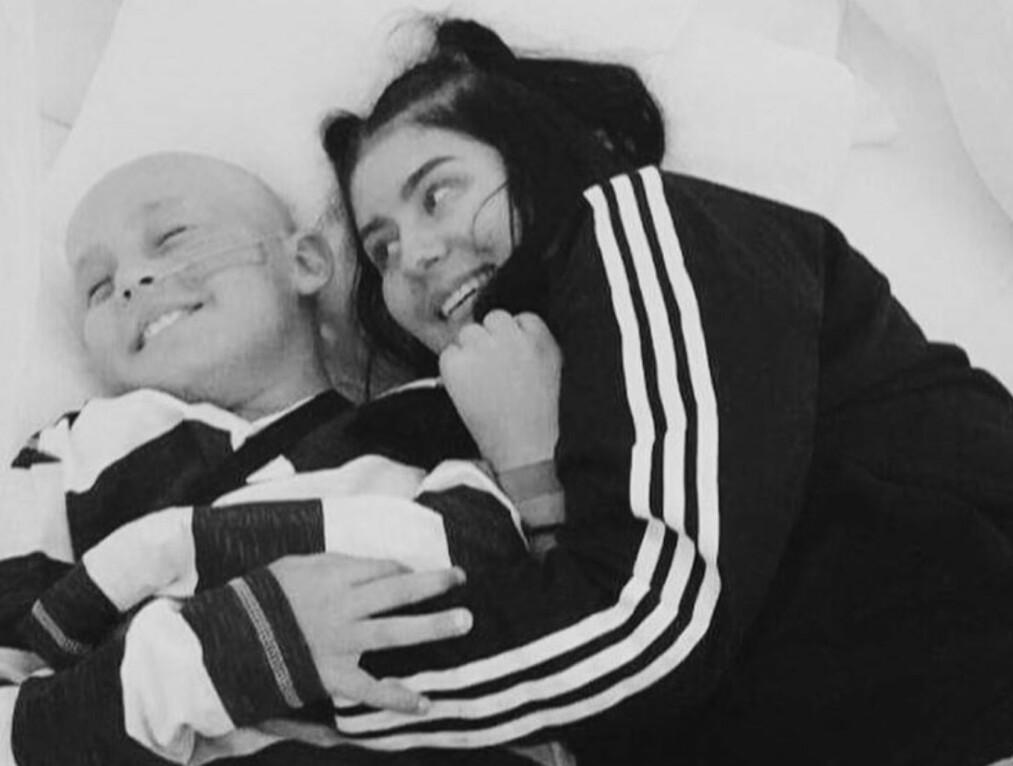 BARNEKREFT: Askil har måttet tilbringe mye tid på sykehuset i oppveksten. Her sammen med storesøster Amalie. FOTO: Instagram @amalielovrak