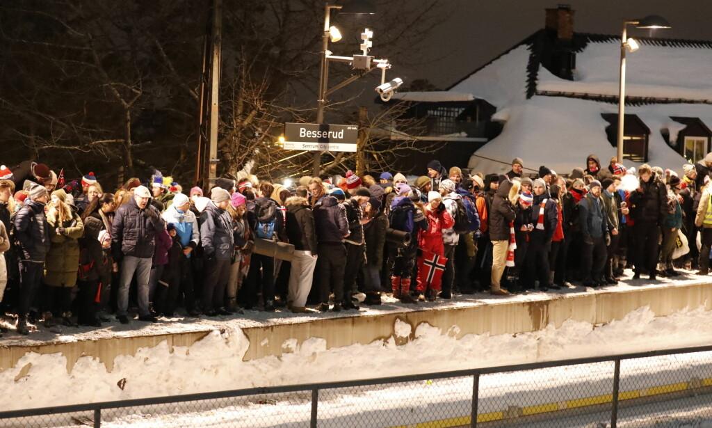 BESSERUD: En person ble i kveld påkjørt på Besserud stasjon. Foto: Bjørn Langsem / Dagbladet