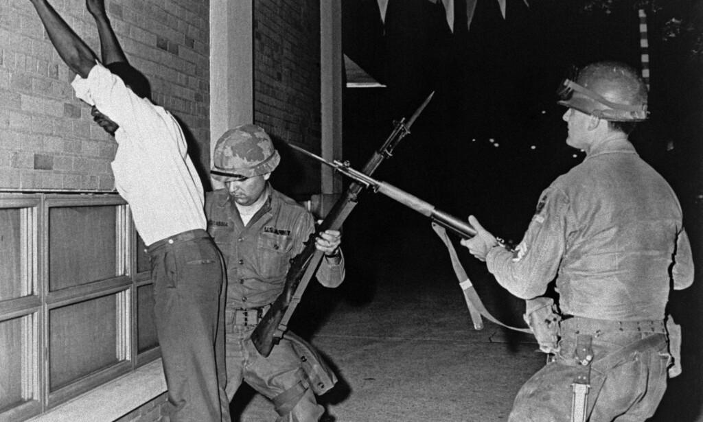 GIKK INN MED MAKT: Nasjonalgarden ble innkalt av guvernøren i New Jersey. Foto: NTB Scanpix