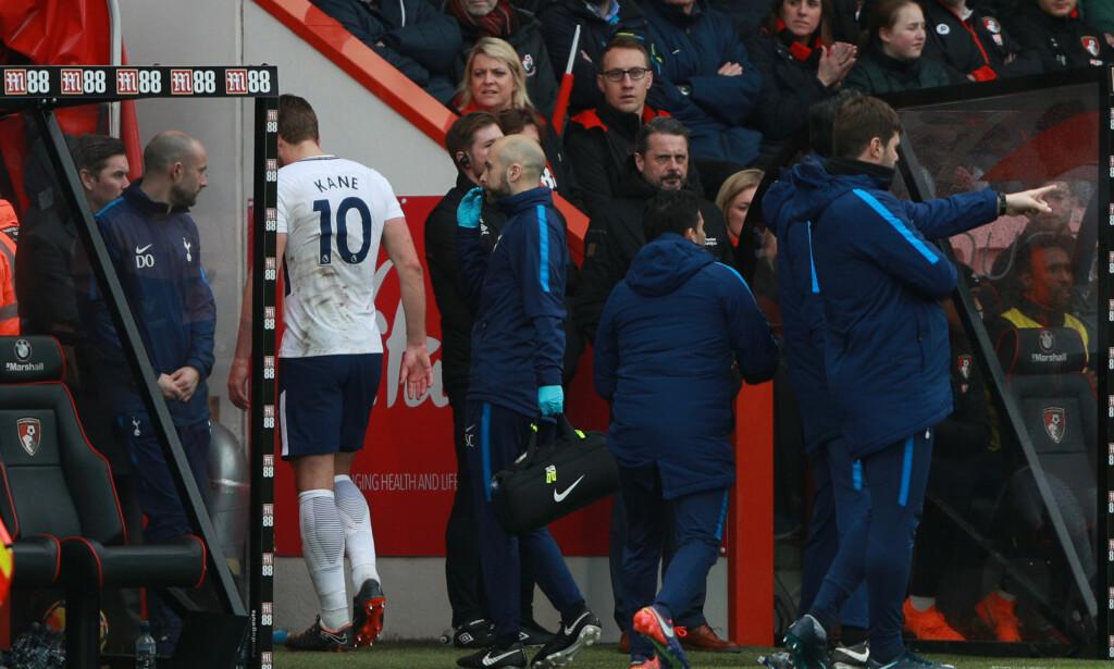 SKADET: Harry Kane pådro seg en ankelskade og måtte gå av etter drøye halvtimen da Tottenham slo Bournemouth. Foto: NTB Scanpix