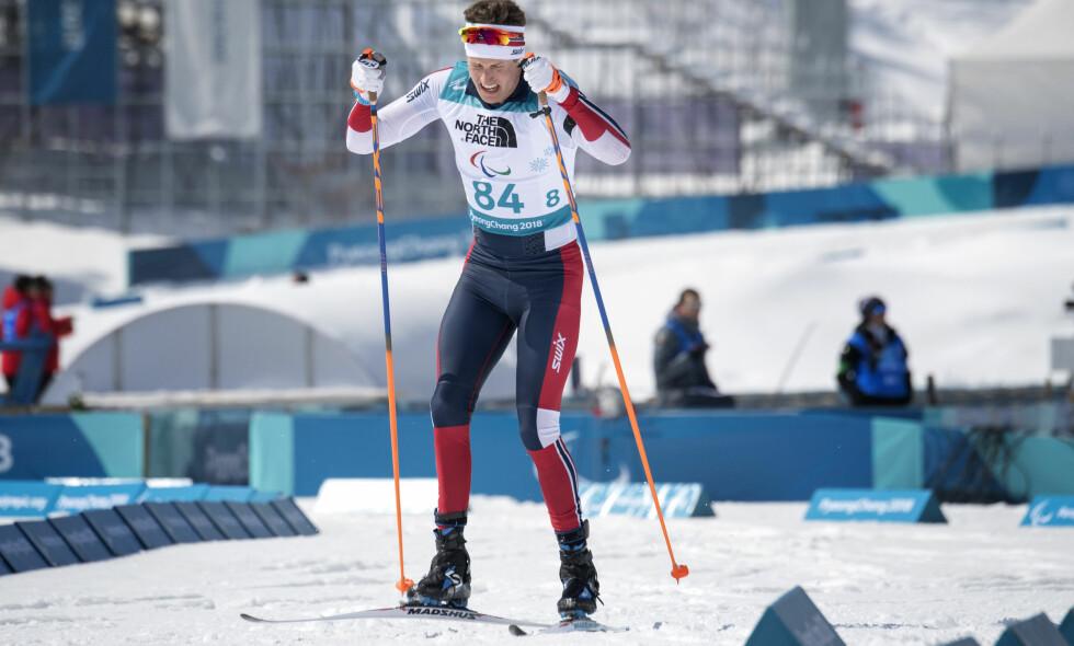 FIKK BJØRNDALEN-HJELP: Nils-Erik Ulset under 7,5 kilometer skiskyting for stående under Paralympics i Pyeongchang i Sør-Korea. Han takker Ole Einar Bjørndalen for god hjelp før Paralympics. Foto: Jessica Gow / TT / NTB Scanpix