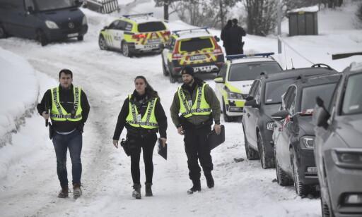 RUNDSPØRRING: Politiet driver rundspørring etter skyeepisode i Seterbråtveien på Bjørndal i Oslo.Foto: Lars Eivind Bones / Dagbladet