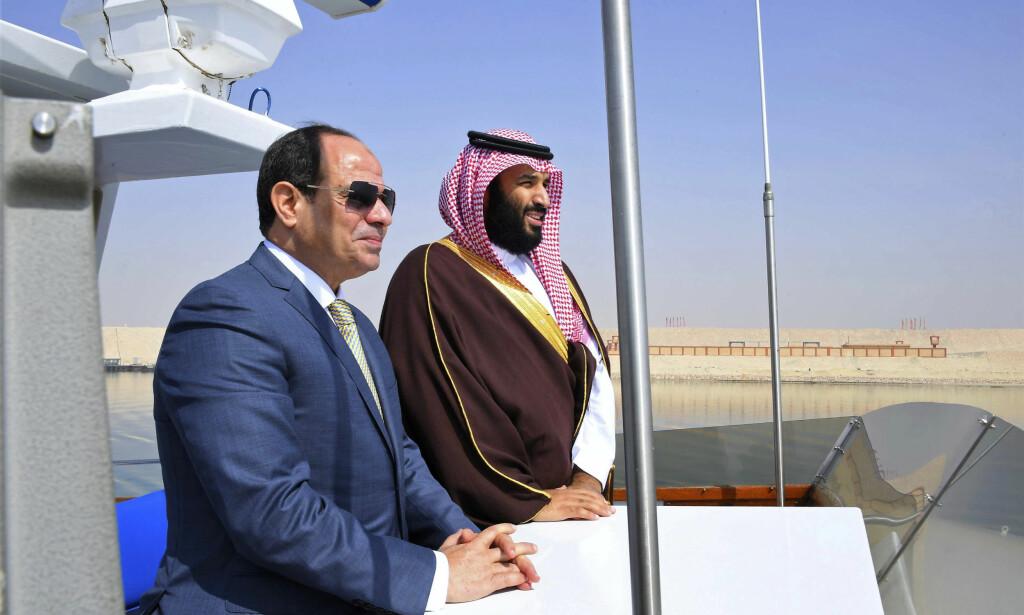 MIDTØSTEN: Våpeneksporten til land i Midtøsten er mer enn doblet de siste ti årene, og Saudi-Arabia og Egypt, her representert ved kronprins Mohammed bin Salman (t.h.) og president Abdel-Fattah el-Sissi (t.v.), kjøper mest. Foto: AP / NTB scanpix