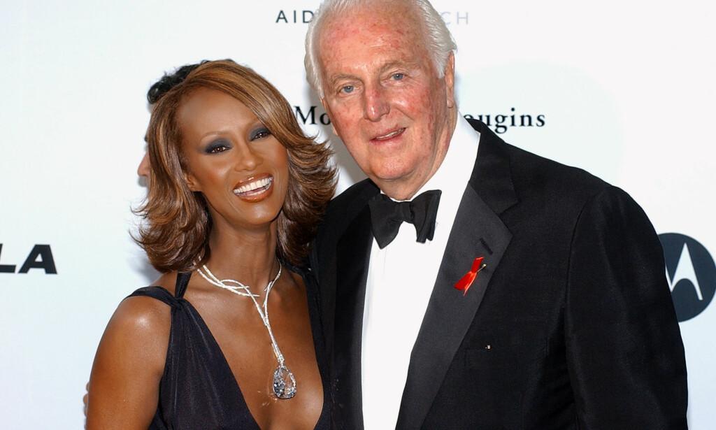 KJENDISFAVORITT: Hubert de Givenchy har kledd de aller største stjernene i verden. Her med supermodell Iman, som var en god venn av ham. Foto: NTB scanpix