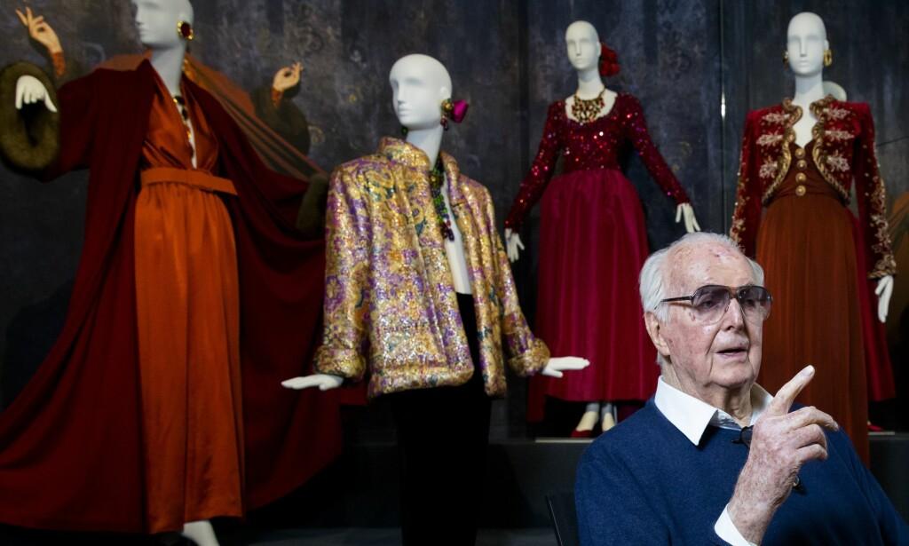 VERDENSKJENT: Hubert de Givenchy sto bak noen av 60-, 70- og 80-tallets mest omtalte og kjente kreasjoner. Foto: NTB scanpix