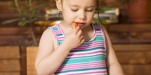 image: Da norske forskere ga noen barn kjøtt og andre fisk, ble de overrasket: Noen lærte fortere