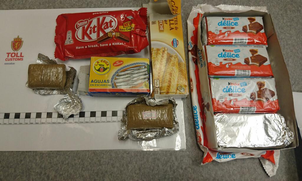 BERGEN: I fjor avdekket tollerne ved Bergen lufthavn Flesland at en mann hadde gjemt 1,2 kilo hasj pakket inn i Kinderpapir. Foto: Tollvesenet