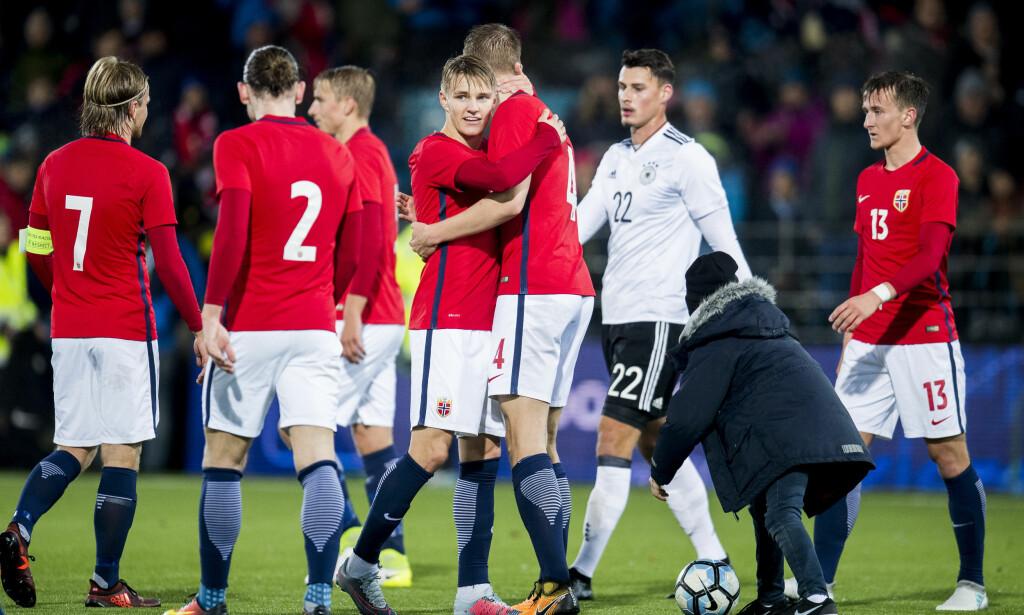 INNE: Kristoffer Ajer og Martin Ødegaard er tatt ut på A-landslagets første samlinger i 2018. Foto: Jon Olav Nesvold / Bildbyrån