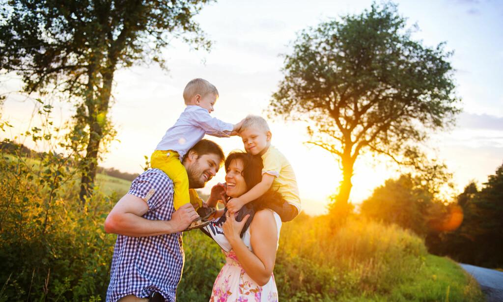 SØSKENREGLER: Hvis du har flere barn i barnehage samtidig, har du rett på søskenmoderasjon, altså redusert betaling for barn nummer to, tre og så videre. Men dette gjelder kun for hel- og halvsøsken, ikke for stesøsken. Foto: Shutterstock/NTB Scanpix.