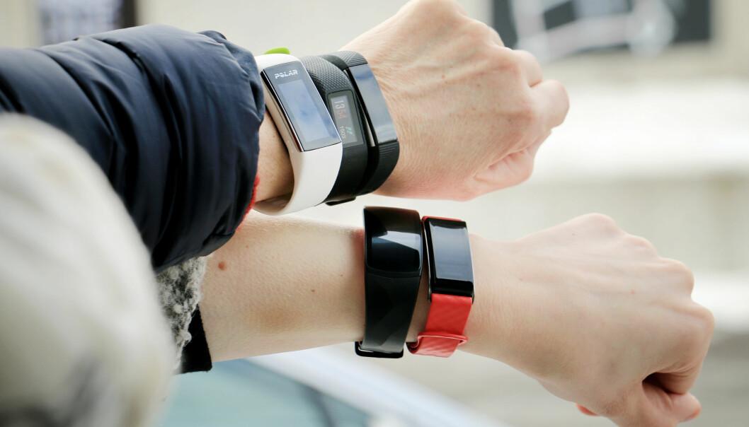 <strong>MER AVANSERTE:</strong> Vanlige aktivitetsarmbånd får stadig mer funksjonalitet. I tillegg til å måle skritt og registrere søvn, kan de fleste nå måle pulsen din. Foto: Ole Petter Baugerød Stokke