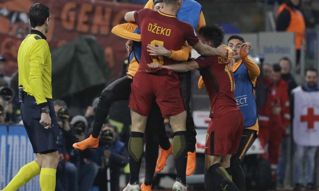 VIDERE: Edin Dzeko sendte Roma videre til kvartfinale i Champions League. FOTO: Gregorio Borgia / AP Photo