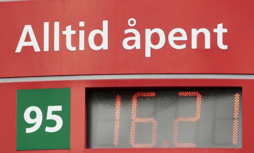 image: Faktisk.no: Det har ofte vært best å fylle bensin mandag morgen. Nå er mønsteret brutt