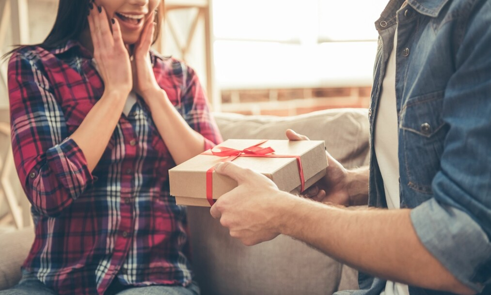 FØDSELSGAVE: Kan det bli i overkant mange gaver i forbindelse med fødsler? FOTO: NTB Scanpix