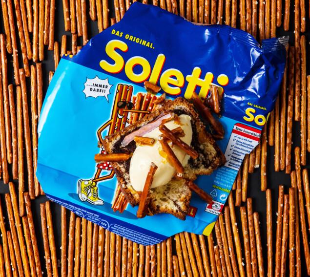NY DRAKT: Marmorkake med soletti-is er en av de utradisjonelle rettene Renee byr på i boken sin. Junkfood i ny innpakning, som hun kaller det. FOTO: Geir Mogen