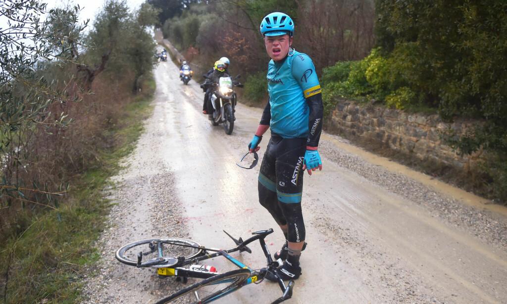 AUUU! Truls Korsæth landet tungt på hofta under Strade Bianche. Etter en ukes trening i Frankrike, fikk han kontrabeskjed og skal likevel i aksjon under Milano-Sanremo. FOTO: Tim De Waele/TDWSPORT.COM