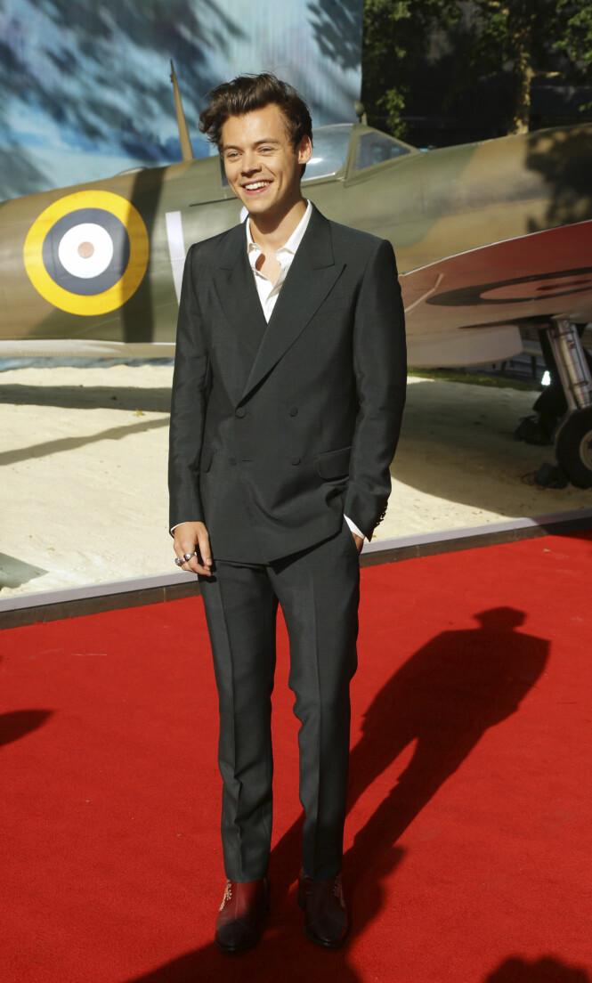 <strong>GODGUTT:</strong> Harry Styles har de siste årene gjort det bra som soloartist og skuespiller. Han er blant annet aktuell i krigsfilmen «Dunkirk», som han her er på premiere for. Foto: NTB scanpix