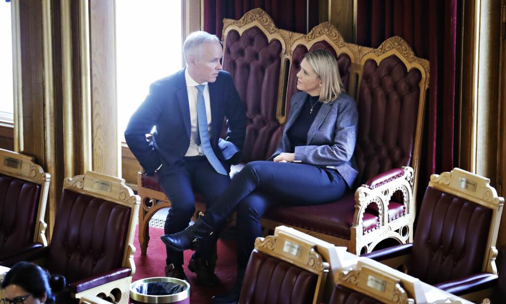 BA OM UNNSKYLDNING: Høyre-statsråd Jan Tore Sanner beklaget på vegne av regjeringen den kontroversielle Facebook-posten som justisminister Sylvi Listhaug (Frp) sto bak. Foto: Hans Arne Vedlog