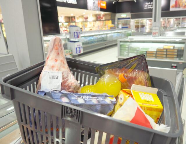 07855b14 BILLIGERE I SVERIGE: Vi har sjekket prisene på 43 varer i Sverige og Norge -