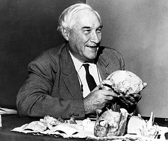 HYRET JANE GOODALL: Det var den kenyansk-fødte paleoantropologisten doktor Louis Leakey (1903-1972) som ansatte Jane Goodall som researcher i 1961. Foto: NTB Scanpix