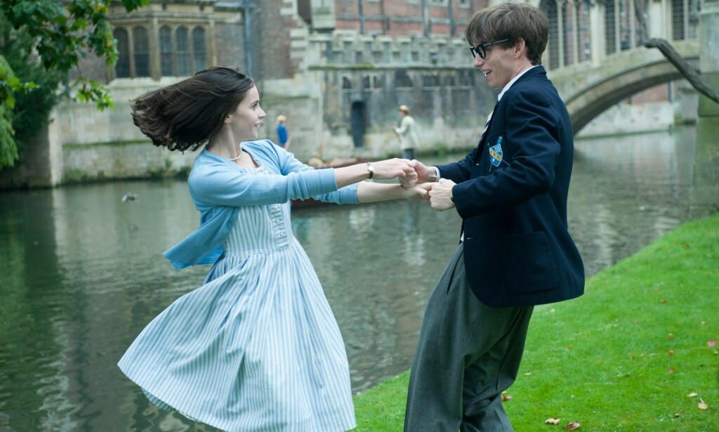 BLE TIL FILM: Felicity Jones og Eddie Redmayne portretterte Jane og Stephen Hawking i «The Theory of Everything» fra 2015. Foto: NTB Scanpix