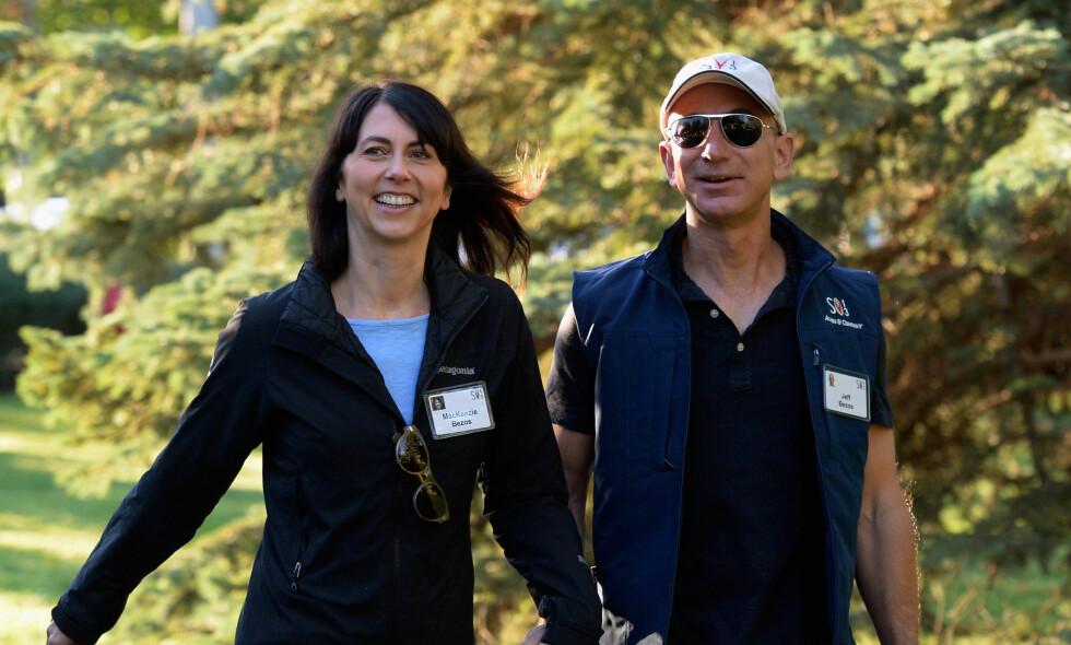 ENORM FORMUE: Jeff og MacKenzie Bezos er i kroner og øre regnet som verdens rikeste ektepar. Slik er deres tilværelse bak kulissene. Foto: NTB Scanpix