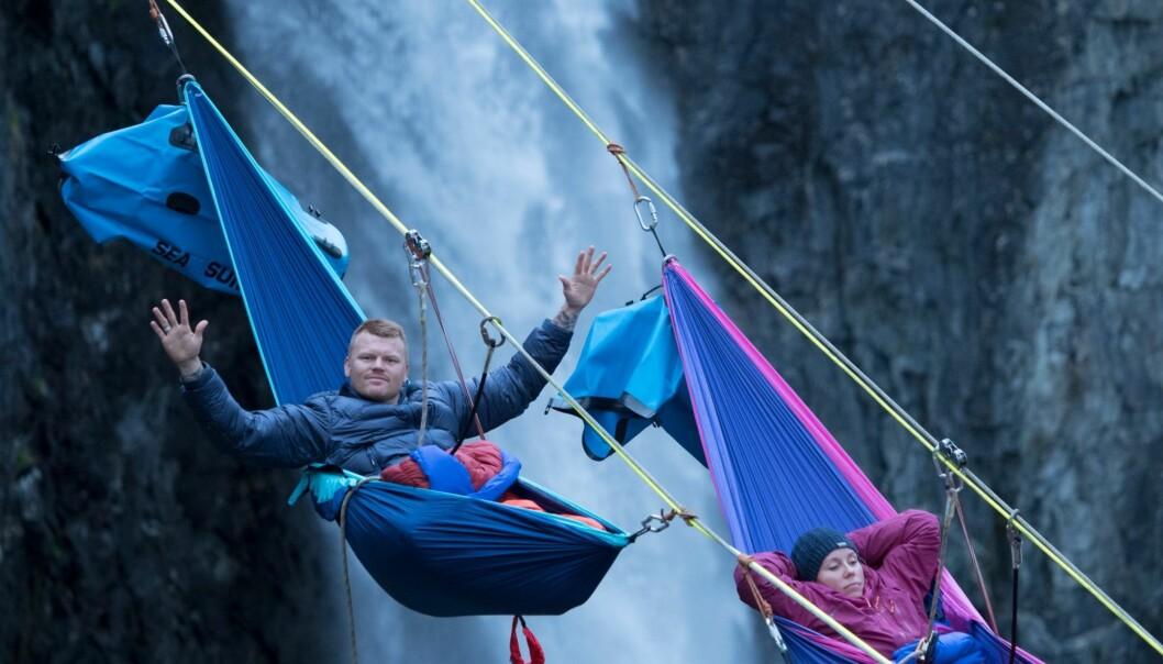 TØFFE UTFORDRINGER: John Arne Riise fikk blant annet sove i hengekøye som hang midt i løse luften. Foto: TVNorge