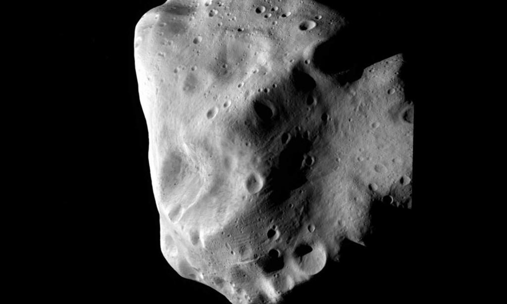 FORSVAR: Nasa planlegger et romskip som er stort og kraftig nok til å forsvare oss, om en stor asteroide skulle komme på kollisjonskurs med jorda. Her er asteroiden Lutetia avbildet. Foto: ESA 2010 MPS for OSIRIS Team MPS/UPD/LAM/IAA/RSSD/INTA/UPM/DASP/IDA