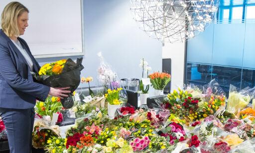image: Overøst av blomster etter aksjon fra fremmedfiendtlige hatgrupper
