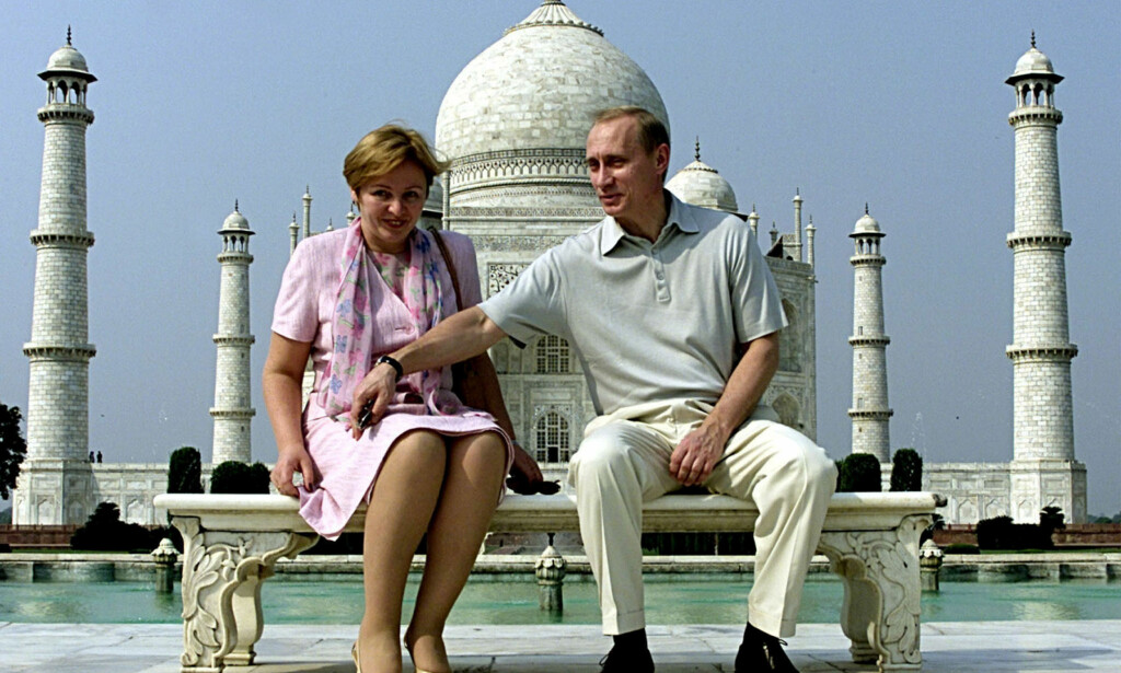 GIFT I 30 ÅR: Vladimir Putin og kona foran Taj Mahal i 2000. Foto: Reuters / NTB Scanpix