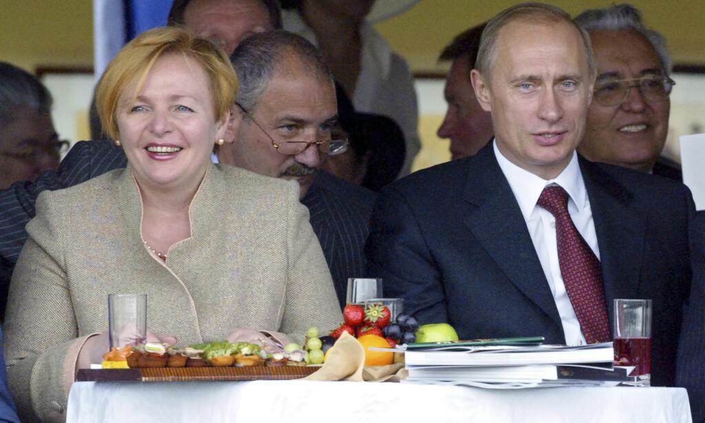SKILT: Russlands gjenvalgte president Vladimir Putin har regjert uten en førstedame ved sin side de siste fem åra. Her med ekskona Ljudmila Putina i 2005. Foto: NTB Scanpix
