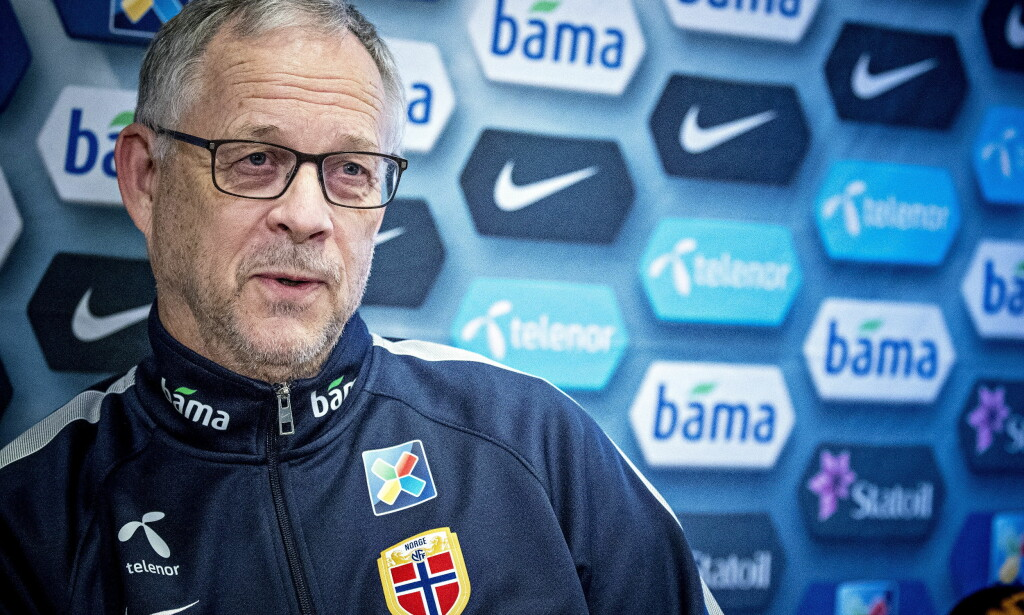 FORBEREDER KAMP: Lars Lagerbäck snakket på en pressekonferanse mandag ettermiddag. Foto: Bjørn Langsem / Dagbladet