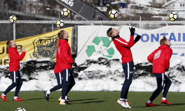 I AKSJON: Her er samtlige utespillere som var på mandagens trening i Sandvika. Fra venstre: Mats Møller Dæhli, Birger Meling, Sigurd Rosted, Iver Fossum og Martin Ødegaard. Foto: Cornelius Poppe / NTB scanpix
