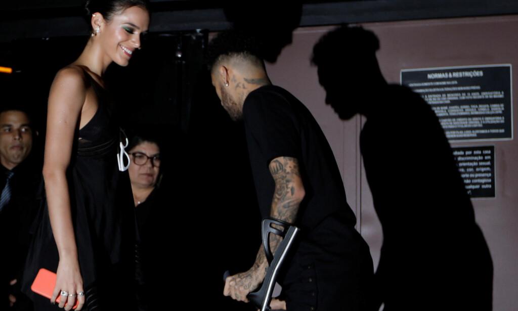 SKADET: Neymar er skadet, men tok seg likevel turen til en nattklubb for å feire bursdagen til kjærestens søster. Foto: REUTERS/Paulo Whitaker