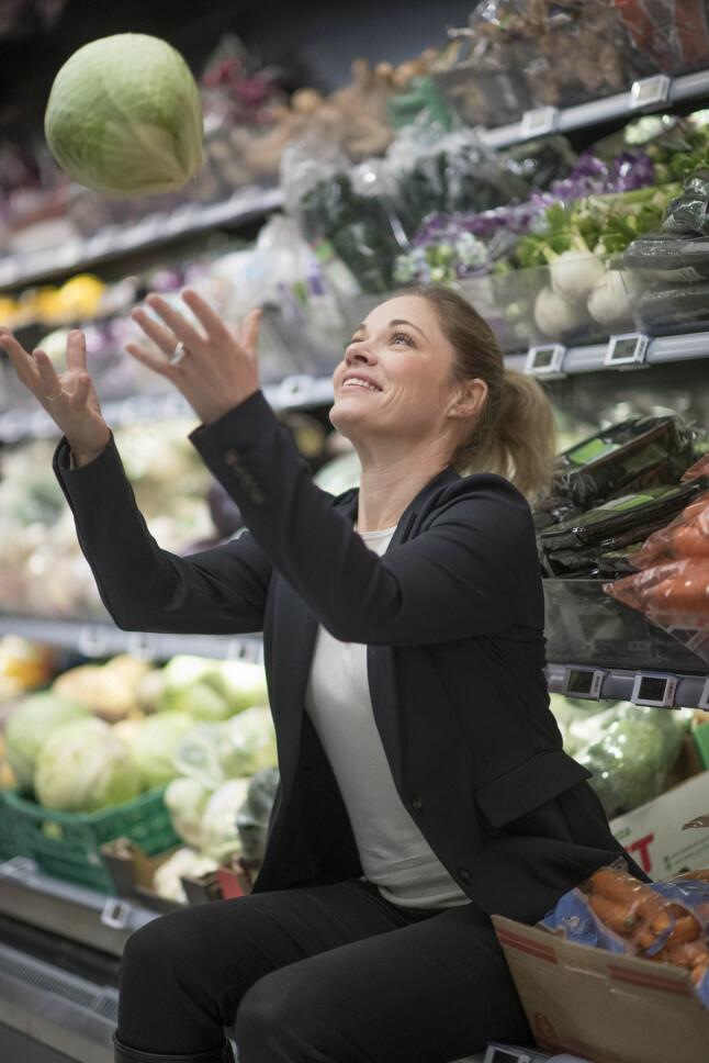 MER GRØNT: - Sunnere snacks-alternativer slår an, sier Nina Horn Hynne i MENY. Foto: Glenn Røkeberg/Norgesgruppen