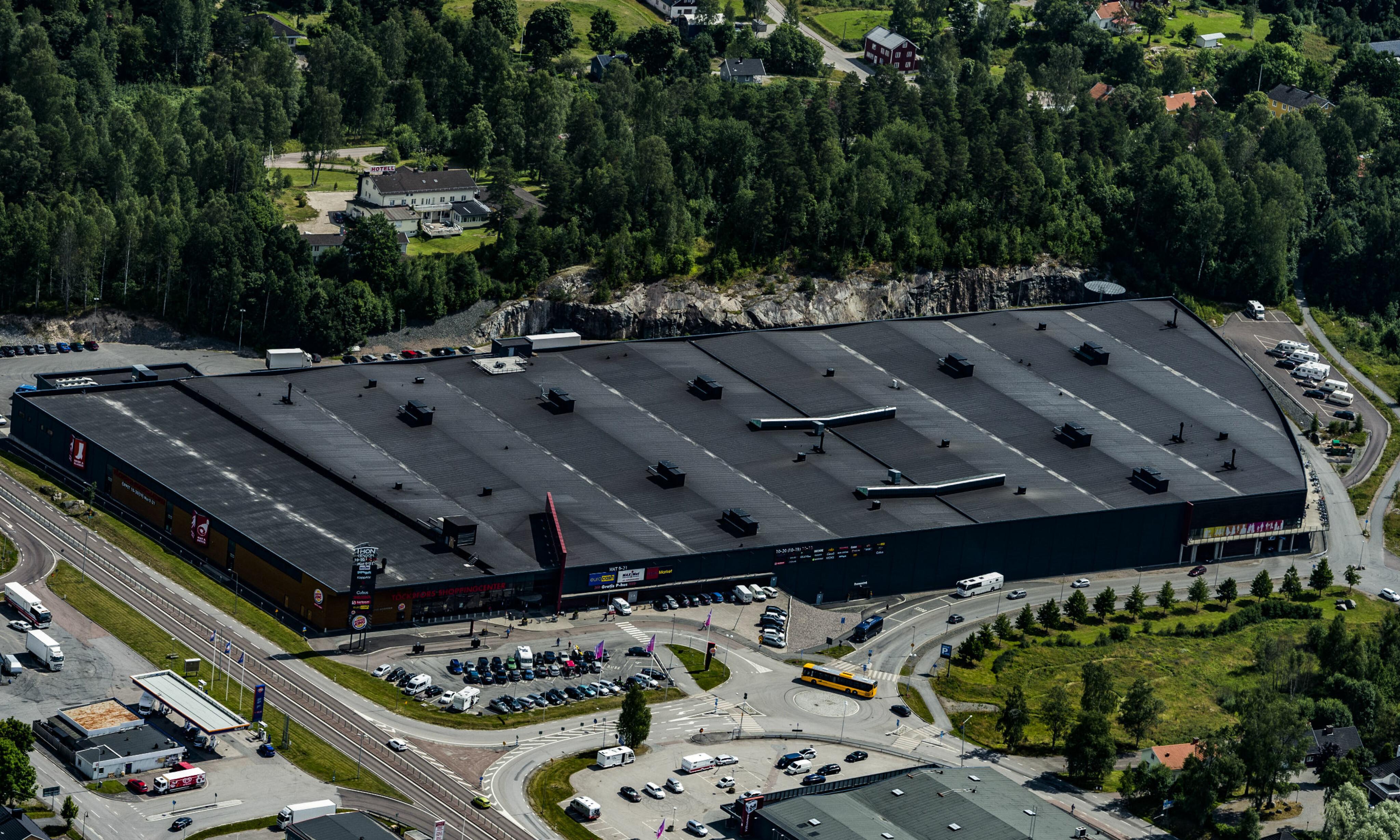 PARKERING: Kundene får innendørs og utendørs parkering nær den delen av senteret hvor de skal handle. Foto: Olav Thon Eiendom