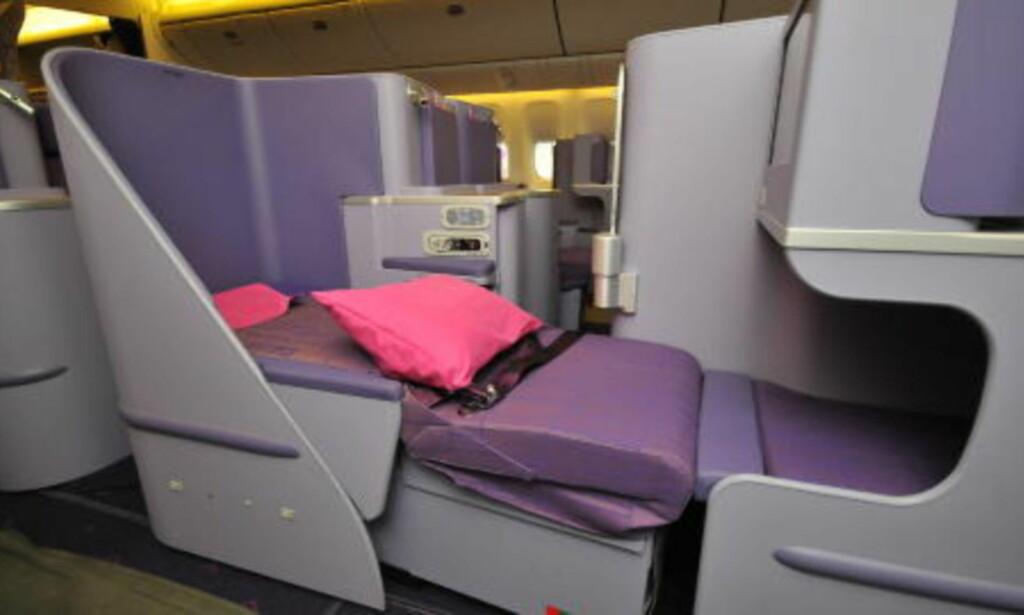 MAGEMÅL: På enkelte av Thai Airways nye Dreamliner-fly, blir du nektet plass i Business Class om magemålet ditt er over 142 centimeter. Sikkerhetsbeltene er ikke lange nok. Foto: Thai Airways