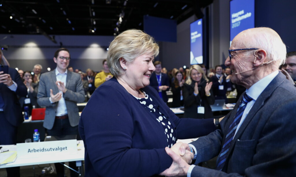 TO STATSMINISTRE: Tidligere statsminister Kåre Willoch sammen med statsminister Erna Solberg på Høyres landsmøte i mars 2017. Foto: Terje Pedersen, NTB Scanpix.