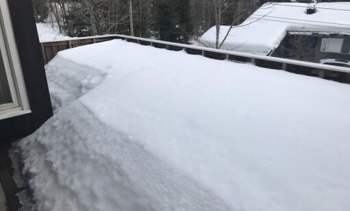 MYE SNØ: Slik ser terrassene ut flere steder i landet i midten av mars. Foto: Christina Honningsvåg