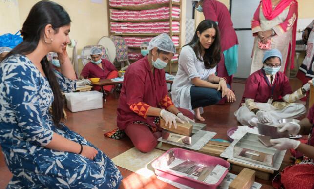 BESØK I INDIA: Det var blant annet etter at Meghan Markle besøkte et veldeidighetsprosjekt i India til støtte for utdanning for jenter, at søsteren kom med sin krasse uttalelse. Foto: Splash News/NTB Scanpix.